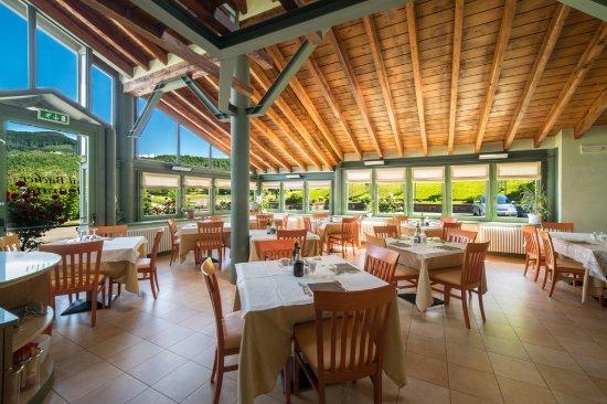 Ristorante Il Bacher: sala ristorante in veranda