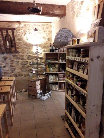 Pouzols-Minervois, France: Bio products everywhere