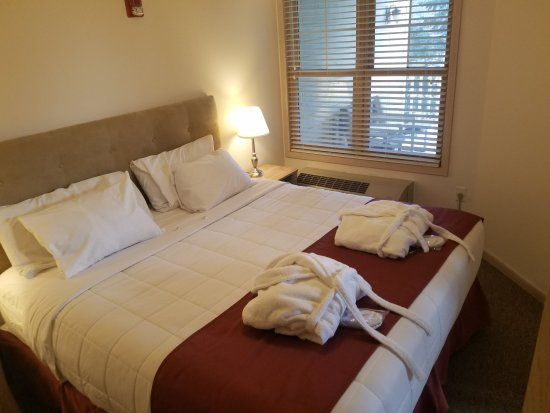 Mill Creek Hotel: Enjoy the comforts of your private bedroom!