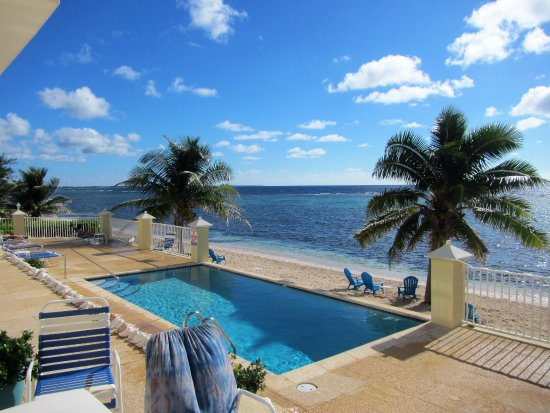 Bodden Town, Grand Cayman: Stepping outside our patio door from the condo.