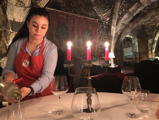 Abbaye de Maizieres: Мы здесь только ужинали и не пожалели. Очень ужиное место и вкусная еда. Вино в Бургундии везде