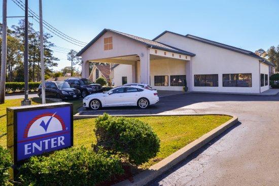 Bastrop, LA: Exterior Entrance