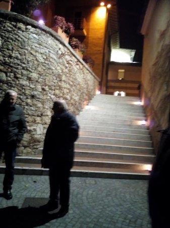 Corte Franca, Itália: Scalinata di ingresso al ristorante