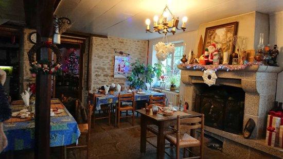 Saint-Sulpice-les-Feuilles, France: La salle
