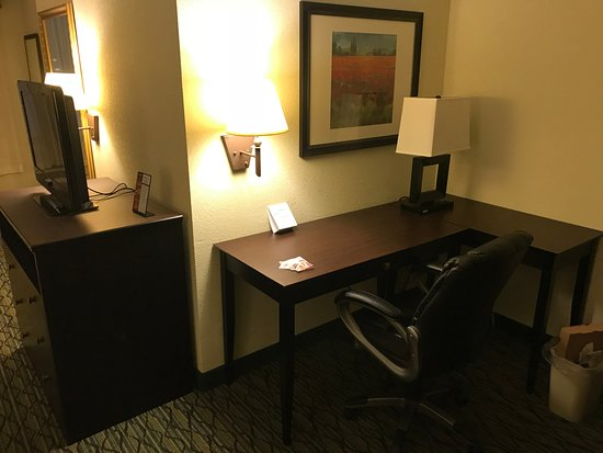 Holiday Inn Express & Suites Columbus Airport: Workspace