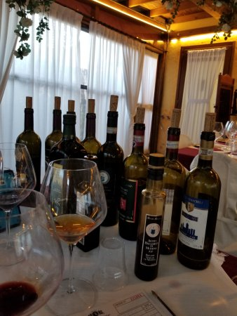 Ulignano, Italia: Lots of wine