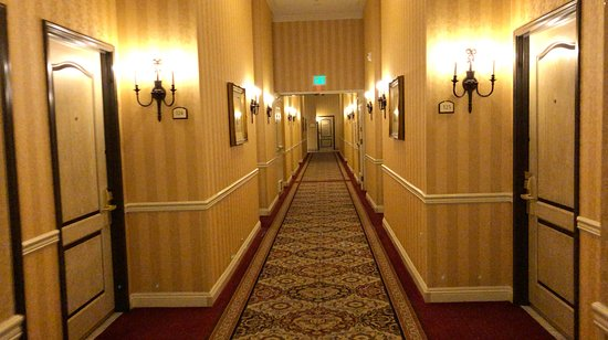 Hawthorne, CA: to the rooms...
