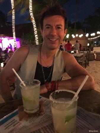 Zenzi Beach Bar & Restaurant: Margaritas on the Beach