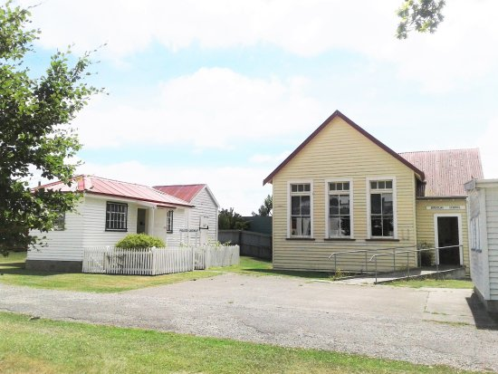 Waimate, Selandia Baru: Police Lock-up and Douglas School House
