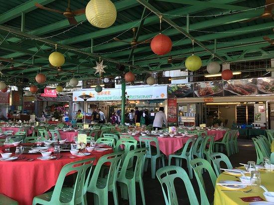 테이블에 앉아서 찍은 식당전경
