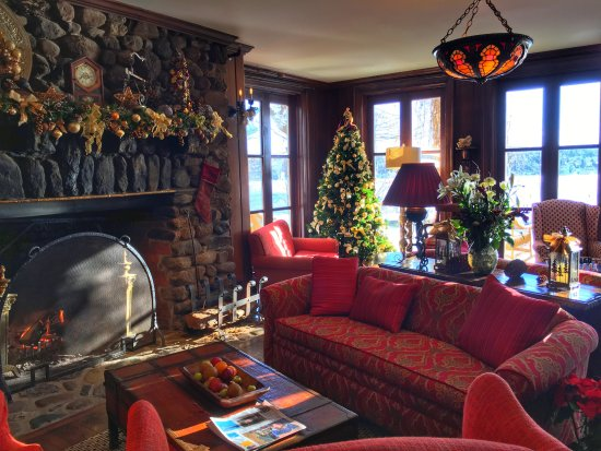 Manoir Hovey: Library Decorated or Christmas - December 2017