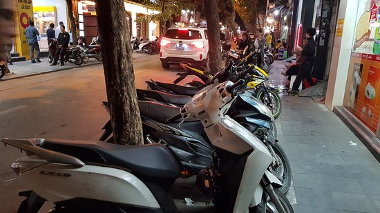 Aquarius Hanoi Hotel: Sidewalks in Hanoi's Old Quarters are eaten by motorcycles