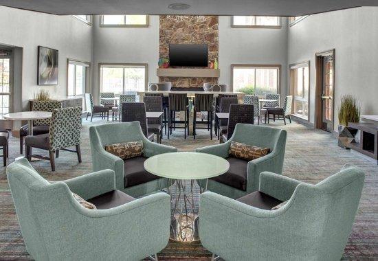 Residence Inn Cleveland Independence: Lobby