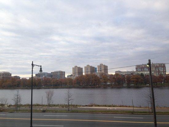 Hyatt Regency Cambridge, Overlooking Boston: Vista del Río Charles