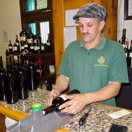 Constantia, Afrika Selatan: Labels applied by hand