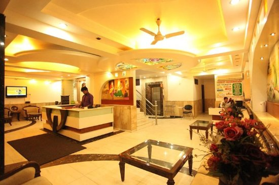 Hotel Chanchal Deluxe: Lobby