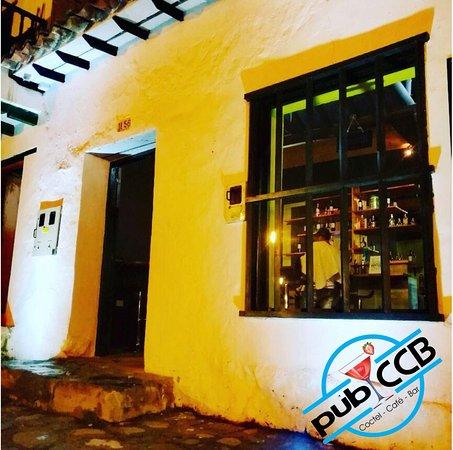 El Coctel Cafe & Bar