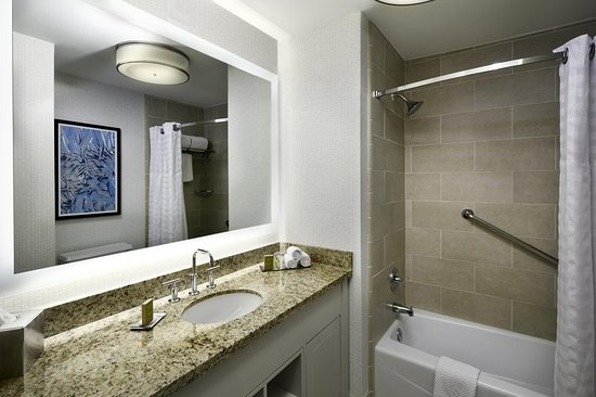 Doubletree by Hilton Chicago Magnificent Mile: Guest room
