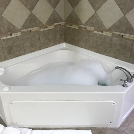 Comfort Suites at Fairgrounds - Casino : Weekend Couple's Trip, suite with full-size bathtub with jets.