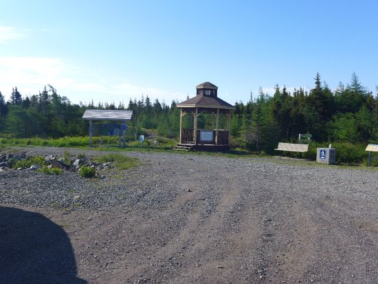 Port Union, Canada: Parking lot to end/begin. Highly recommend this nearly 5 mile hike
