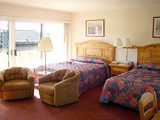 Weathervane Terrace Inn and Suites: Guest room