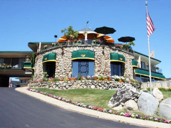 Weathervane Terrace Inn and Suites: Exterior