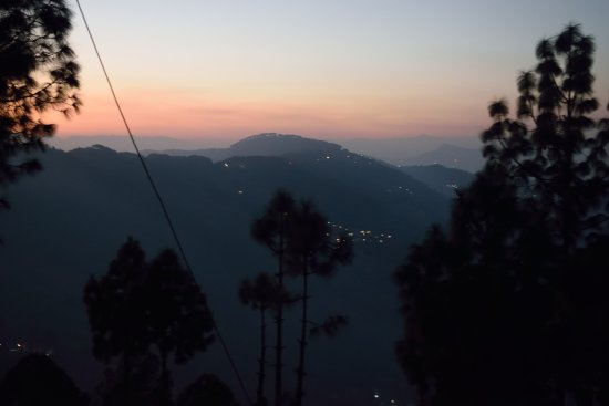 V Resorts Mumukshu Pauri: Was trying to get the night pic! A little success