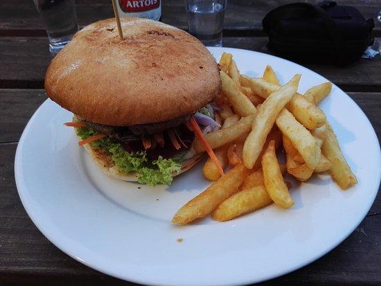 Turangi, New Zealand: Beef burger - 17,5 NZD