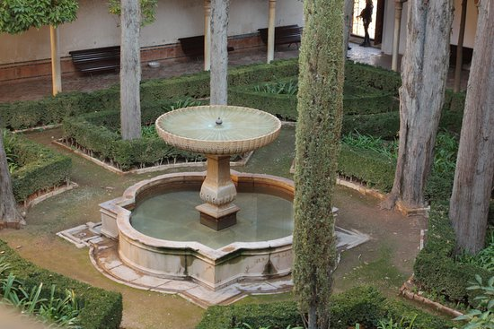 fontaine dans les jardins interieurs bild von alhambra granada tripadvisor. Black Bedroom Furniture Sets. Home Design Ideas