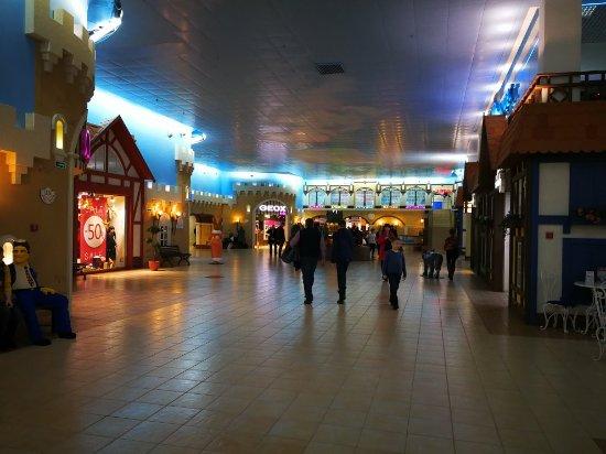 ТРК Гранд Каньон. Вид из стеклянного лифта · Магазин Gant свидетельствует о достойном  уровне брендов ca87d25a3aa