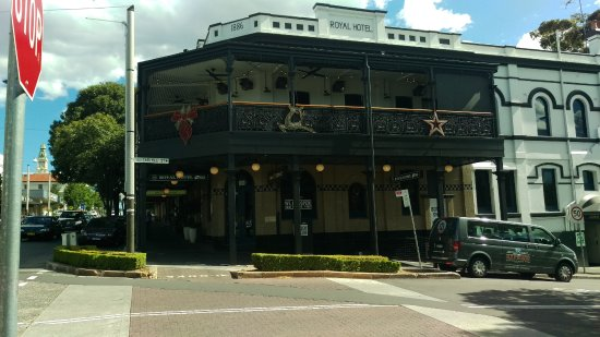 street view up norton street picture of royal hotel. Black Bedroom Furniture Sets. Home Design Ideas