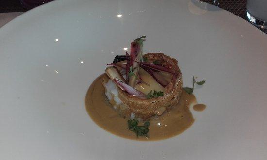 L'Arbre: œuf parfait, chocolat blanc et foie gras, tuile de pain