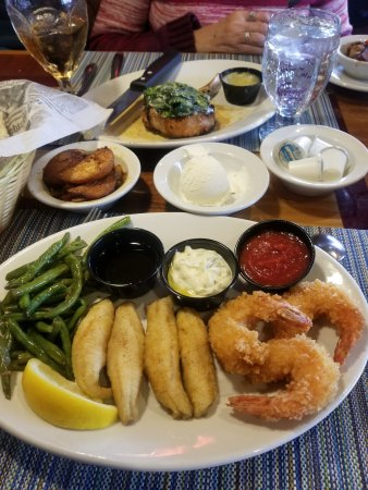 Glenwood, IL: Well, as you can see, I had perch and huge, huge shrimp. EXCELLENT !
