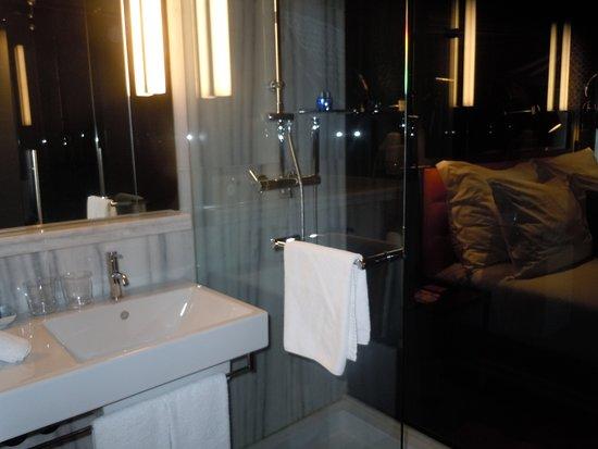 la salle de bains - picture of pestana cr7 lisboa, lisbon ... - Image Salle De Bains