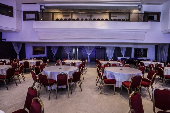 Mise place tables de banquets - Picture of Sol Azur Beach Hotel ...