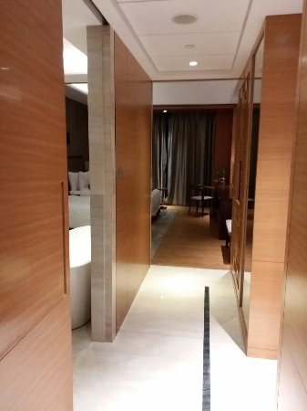 Hualuxe Hotels & Resorts Yangjiang City Center: 20180103_204030_large.jpg
