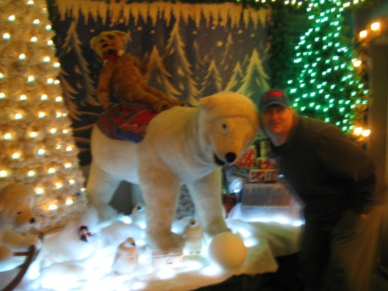 Paradise, Пенсильвания: Bah-humbug turns to magic at National Christmas Center!