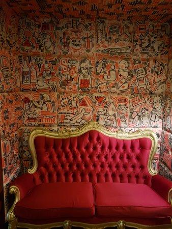 J Plus Hotel by YOO: Funky wallpaper