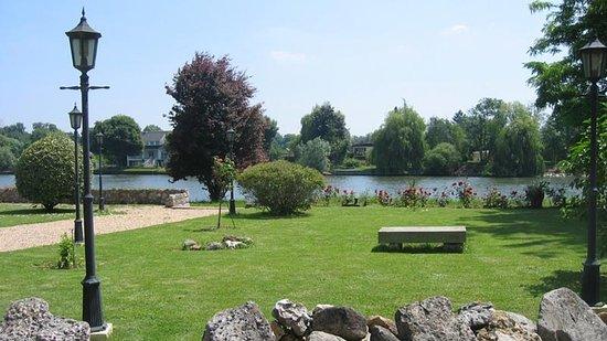 Saint-Pierre-du-Vauvray, France: La Seine, la Seine, la Seine