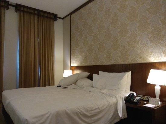 Village Hotel Albert Court by Far East Hospitality: IMG_20171228_180942_large.jpg