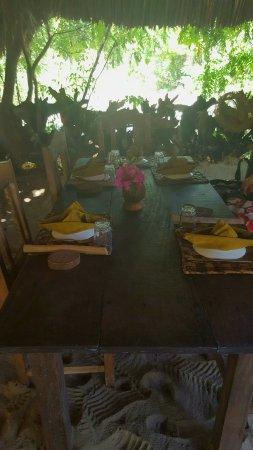 Safari Kenya Top - Private Day Tours: il ristorante in spiaggia