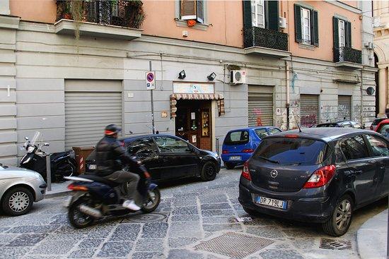 Via Sedile Di Porto.In Via Sedile Di Porto Picture Of Mangi Bevi Naples