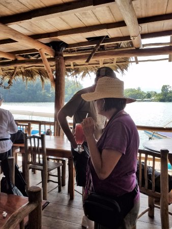 Hacienda Tijax: Rustic restaurant on Rio Dulce
