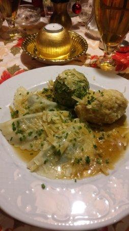 Zirl, ออสเตรีย: Ravioli spinaci, canederlo classico, canederlo spinaci :)
