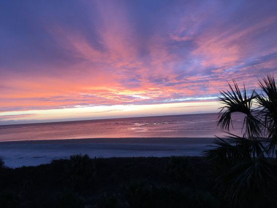 The King and Prince Beach and Golf Resort: Sunrise from our balcony.