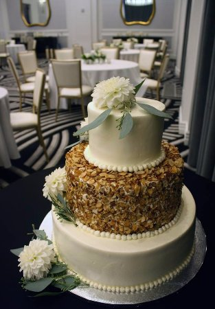wedding cake pittsburgh pa 2 tier burnt almond torte صورة prantl s bakery 23473