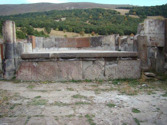 Kotayk Province, أرمينيا: Алтарь церкви у села Бужакан 