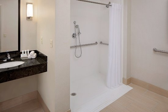 Homewood Suites by Hilton Minneapolis - Mall of America: Roll In Shower - ADA Room Only