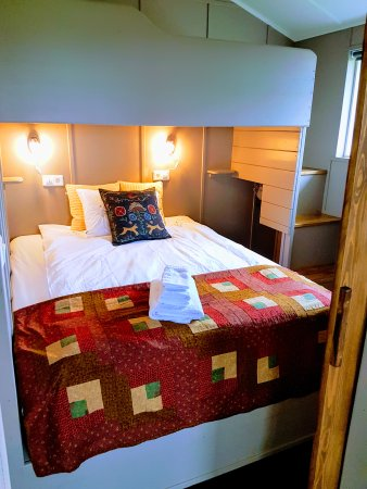 Thorshofn, Islandia: Double bed and single bunkbed above