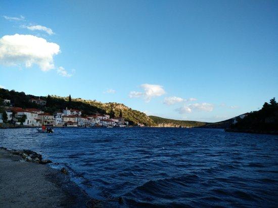 Gerakas, Greece: Θέα απο την ψαροταβέρνα ο Διαμαντής